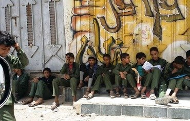 الطلاب اليمنيون يجرون الامتحانات المدرسية في ظل الحرب