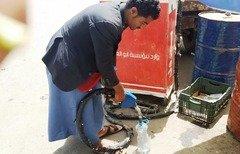 بازار سیاه نفت در یمن در اثر تداوم جنگ