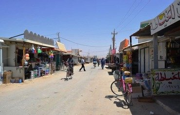 سكان مخيم الزعتري يستخدمون الدراجات الهوائية وسط صعوبات التنقل