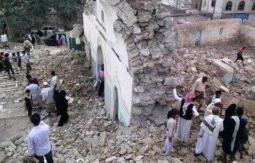 اليمنيون يدينون هجمات المتطرفين على الأضرحة