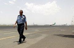 توقف الطيران المدني يرخي بتداعياته على اليمن