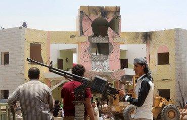 اليمنيون يدينون هجوم داعش على مركز للجيش في عدن