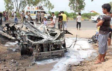 الصراع بين القاعدة وداعش للسيطرة في اليمن يضعف كليهما