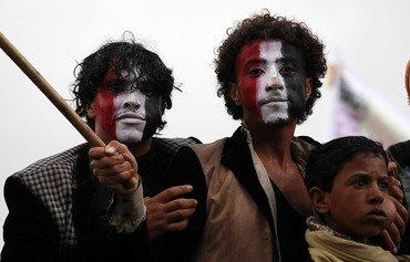 تقرير يكشف نقل إيران أسلحة للحوثيين عبر الصومال