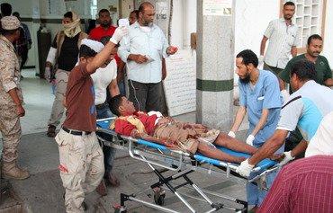 اليمن يتعهد بتحقيق العدالة عقب هجوم انتحاري دامٍ تبنته داعش