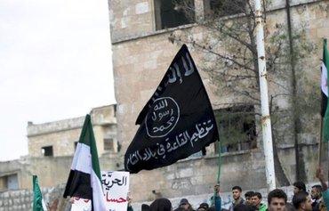 القاعدة تصعّد الحرب الكلامية ضد داعش