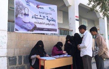 الجمعيات الخيرية في اليمن تساعد العائلات النازحة لمواجهة برد الشتاء