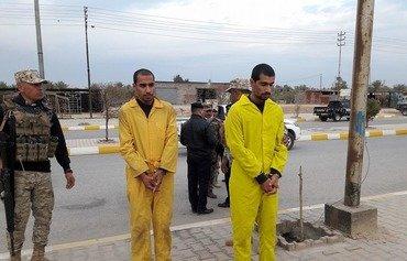 مسؤولون من الأنبار يتلقون أخباراً عن انشقاقات في داعش