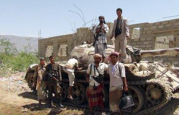 رجال قبائل أبين ينضمون إلى القوات الأمنية اليمنية