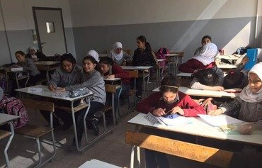 طلاب لبنانيون يتعلمون مهارات الوساطة