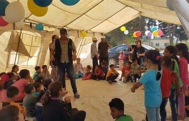 لبنان يعيد بناء خيم اللاجئين التي دمرتها الحرائق