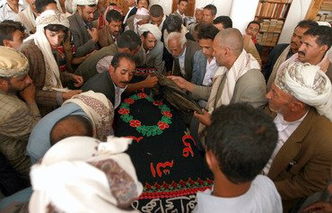 القاعدة تنصب كميناً لجنود يمنيين في حضرموت