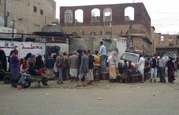 أهالي صنعاء يتهمون الحوثيين بتضخيم أسعار الغاز