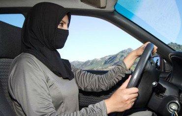 سعوديون يشيدون بقرار رفع الحظر عن قيادة النساء للسيارات