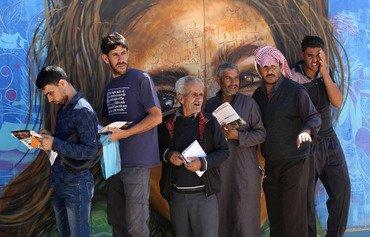 في مخيم الزعتري في الأردن اللاجئون السوريون يتوقون لفرصة عمل