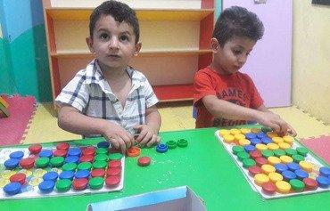 Des histoires aident les enfants syriens à oublier leur chagrin