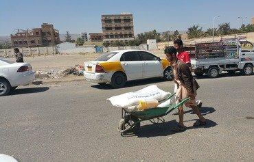 معاناة النازحين في اليمن تزداد مع استمرار الحرب