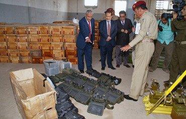 وزراء يمنيون يواجهون تهريب الأسلحة من إيران
