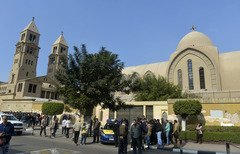 إحياء قداس في كنيسة بالقاهرة في الذكرى الأولى لتفجير إرهابي