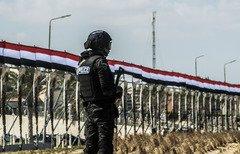 نیروهای مصری در 3 منطقه به مخفیگاه تروریست ها یورش بردند