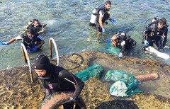 مردم لبنان مسئولیت تلاش برای پاکسازی شهر را به دوش می گیرند