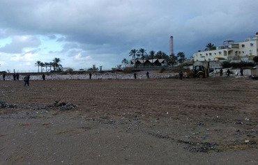 النفايات تغرق المناطق الساحلية في لبنان بالروائح الكريهة