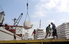 Houthis prevent aid from reaching Yemenis