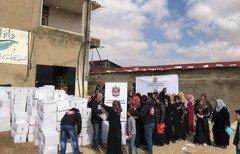 الامارات توزع المساعدات على اللاجئين السوريين في لبنان