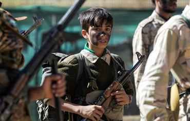 اليمنيون يستنكرون إرسال الحوثيين للأطفال إلى المعارك