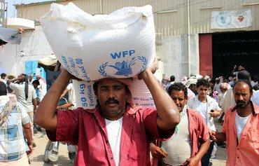 قوات التحالف تقدم مساعدات اغاثية لليمنيين