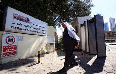 كاهن كويتي يلقى القبول في الإمارة الخليجية