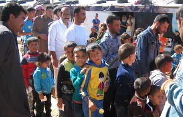 اللاجئون السوريون عبء ودعم في آن واحد لاقتصاد لبنان