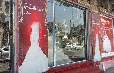 الحوثيون يزيلون صور النساء من المحلات