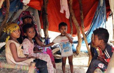 يمنيون يطالبون بوقف الحرب وعودة سلطة الدولة