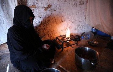 عائلات سورية نازحة تهنأ برمضان رغم الشعور بالغربة