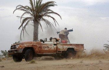القوات اليمنية تشن هجوما لاستعادة ميناء الحديدة من الحوثيين