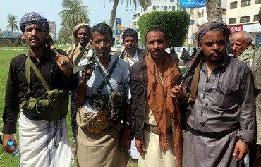 محللون يمنيون يحذرون من استخدام الحوثيين للمدنيين كدروع بشرية