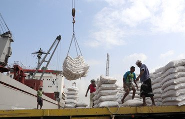 Yemen government calls on Houthis to release wheat