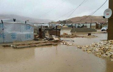 اللاجئون السوريون في لبنان ينتظرون مساعدات الشتاء