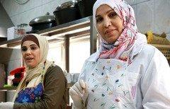 مشاريع تقديم الأطباق السورية تزدهر في الأردن