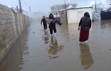 اللاجئون السوريون في عين العاصفة الثلجية في لبنان