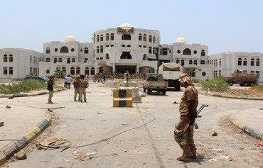 القوات اليمنية وقوات التحالف العربي تستهدف القاعدة في أبين