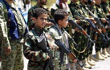 الحوثيون يستخدمون يوم الشهيد لحشد الأطفال