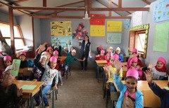 اللاجئون السوريون في لبنان يواجهون تحديات الإلتحاق بالتعليم
