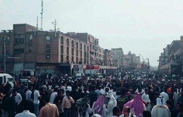 الشعب الإيراني يحتج على سوء إدارة النظام لأزمة الفيضانات