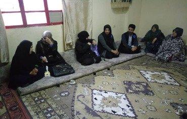 داوطلبان پناهندگان سوری را به سازمانهای خدماتی در لبنان ارتباط می دهند