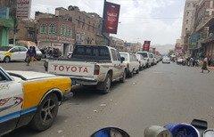 رونق فروش بنزین در بازار سیاه و کمبود سوخت در صنعا