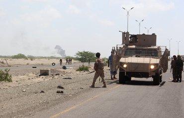 القوات اليمنية تعزز الأمن في أبين عقب هجوم بعبوات ناسفة