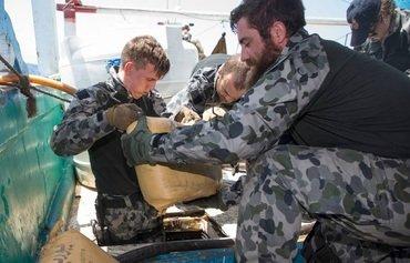 فرقاطة أسترالية تتصدى لعمليات تهريب الأسلحة والمخدرات في المياه الإقليمية