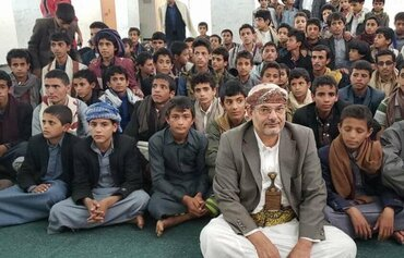 خبراء: مستقبل أسود ينتظر أطفال مخيمات الحوثيين